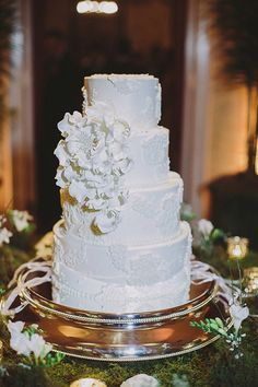 white lace cake | Maile Lani Photography | Glamour & Grace