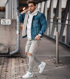 7 Denim Jacket Outfits You Should Try in 2020 - Men Only Lifestyle Mens Spring Fashion Outfits, Winter Outfits Men, Denim Jacket With Fur, Denim Jacket Fashion, Men Denim Jacket Outfit, Topman Fashion, Men's Fashion, Jacket Jeans, Stylish Men