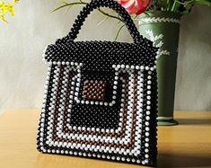 A handmade women handbag made with pearl beads, pearl clutch, a handmade pearl bag Beaded Clutch, Beaded Purses, Beaded Bags, Woven Bags, Beaded Jewelry, How To Make Handbags, Purses And Handbags, Diy Purse, Bead Crochet