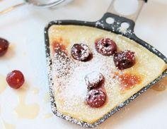 Natürlich lässt sich auch ein Dessert mit einem Raclettegrill zaubern! Es gibt viele Möglichkeiten, der Klassiker ist sicherlich Banane mit Honig und einer Schokosoße.