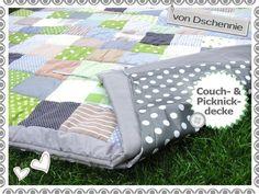 individuelle, superschöne und einzigartige Patchwork-Picknick-/ Couchdecke an. Sie ist '2 in 1'. Durch die praktischen Bändchen kann man die gefütterte Patchworkdecke mit einer Unterdecke verbinden. ...besteht aus gleichgroßen verschiedenfarbigen Quadraten, ist mit Volumenvlies gefüttert und die Rückseite wird mit einer Baumwolle bestückt. Die Unterdecke ist dünn gefüttert & mit Wachstuch versehen.
