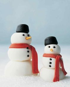 No-Melt Snowmen Kids Christmas Crafts | Martha Stewart Living — These merry snowmen get their roly-poly forms, red scarves, and carrot noses from rolled fondant.