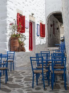 Tables from pastry shop in Chora Amorgos - Greece Places In Greece, Greece Islands, Pastry Shop, Greece Travel, Santorini, Wander, Beautiful Places, Tables, Traveling