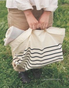 Everyday Needlework by Yumi Ishihara - Japanese Sewing Pattern Book for Zakka Goods Look Fashion, Fashion Bags, Diy Fashion, My Bags, Purses And Bags, Japanese Sewing Patterns, Diy Accessoires, Striped Bags, Striped Canvas