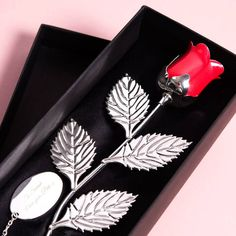 7244421cf0d 41 Best Christmas Gifts for Girlfriend That Will Cheer Her Up