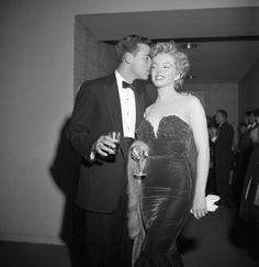 vintage everyday: Marilyn Monroe at the Club Del Mar, Santa Monica, Calif., 1952