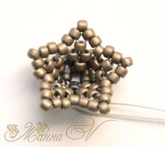 Seed bead jewelry small flower picture tute ~ Seed Bead Tutorials Discovred by : Linda Linebaugh Seed Bead Patterns, Beaded Jewelry Patterns, Beading Patterns, Beaded Jewellery, Seed Bead Jewelry, Seed Bead Earrings, Seed Beads, Seed Bead Flowers, Beaded Flowers