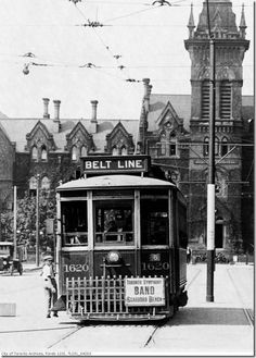 Toronto's Spadina Ave. when it was a quiet rural location Bedford Park, Eaton Centre, Yonge Street, Mount Pleasant, Historical Architecture, Old Movies, Back In The Day, Ontario, Big Ben