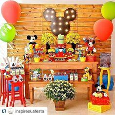 Festa linda ❤️❤️❤️ Por e Baby Mickey, Mickey Party, Minie Mouse Party, Fiesta Mickey Mouse, Mickey Mouse Clubhouse Birthday Party, Mickey Mouse Parties, Mickey Mouse Birthday, Mickey Mouse Decorations, Mickey Clubhouse