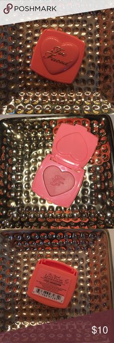 """Mini Too Faced blush This is a mini Too Faced blush in the shade """"love hangover"""". I have only swatch the color once and I just have to many blush this color! It pretty much brand new!❤️💄 Too Faced Makeup"""