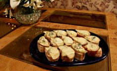 Sartori® Pear Crostinis  1 loaf French baguette, cut 2 pears, sliced 1 wedge Dolcina Gorgonzola ®, crumbled 2 tbsp. honey  Preheat oven to 350 degrees. Place pear slices and Dolcina Gorgonzola ® crumbles on top of baguette rounds. Bake for 5 min. Drizzle with honey.