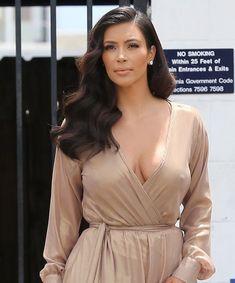 kim kardashian style 5 Most Delightful Formal Hairstyles Hey, sieh dir unser atemberaubendes Formular an Ich w Formal Hairstyles For Long Hair, Curled Hairstyles, Vintage Hairstyles, Girl Hairstyles, Kim Kardashian Cabelo, Kim Kardashian Wedding, Kim Kardashian Hairstyles, Kardashian Style, Wedding Hair And Makeup