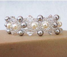 Swarovski parels en kristallen bruiloft armband door BridalDiamantes