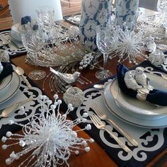 Blue And Silver Christmas Tablescape, this site is awesome!