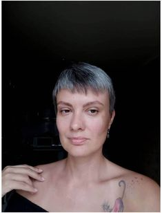 25 Women Who Quit Dying Their Hair and Look so Amazing You'll Want to Join Them | Thinking of going gray? These women are sharing their journey with growing in their gray and growing out their hair dye and showing us all how to go gray gracefully. They'll inspire you to ditch your hair dye and let your gray grow in too, I promise! Gray Hair Growing Out, Dying Your Hair, Dye My Hair, Grey Hair, Dark Hair, Blonde Hair, Cut Her Hair, Hair Cuts, Going Gray Gracefully