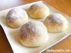 Verdens beste boller // World's Best Rolls. Norwegian cardamom bun recipe, but… Sweets Recipes, Baking Recipes, Cake Recipes, Desserts, Norwegian Food, Sweet Buns, Food Now, Cinnamon Recipes, Sweet Bakery