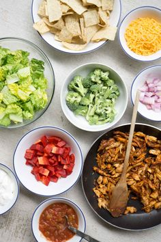 Low Unwanted Fat Cooking For Weightloss Take A Shortcut And Use Rotisserie Chicken To Make This 5 Minute Chicken Taco Salad Your Family Will Love It Healthy Salad Recipes, Lunch Recipes, Mexican Food Recipes, Breakfast Recipes, Dinner Recipes, Ethnic Recipes, Smart Nutrition, Chicken Tacos, Quick Meals
