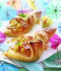 Pizza pockets Hawaiian  1 can pineapple bits, cream cheese, peppers, smoked sliced ​​turkey breast, Gruyère cheese, pizza dough  Preheat the oven 425. Mix cream cheese & peppers. Turkey sliced ​​into strips, cheese Finely grate. Pizza dough cut into quarters.Each rectangle with 1/4 of cream coat, leave border free. Pineapple and turkey distribute. Sprinkle with half the cheese.Shape into a cone, filling and squeeze gently. Sprinkle with remaining cheese. In the hot oven about 15 minutes.