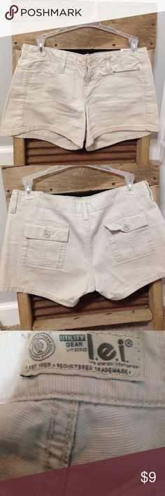 LEI khaki shorts These khaki shorts are a go-to for the beach! I believe they are a size 3 but not sure. lei Shorts