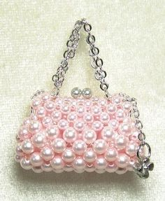 Miniature Pink Purse ForvMiniature Little Prom Queen Beaded Purses, Beaded Bags, Beaded Jewelry, Jewellery, Beading Tutorials, Beading Patterns, Bead Crafts, Jewelry Crafts, Accessoires Barbie