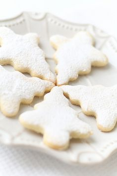 Have you ever maked cookies.but not just cookies christmas cookies with sugar on the top yummy tried to do them they are sooo good Christmas Tree Cookies, Christmas Sweets, Christmas Cooking, Noel Christmas, Christmas Goodies, White Christmas, Christmas Decor, Xmas, Cute Cookies