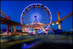 Discover Pacific Park Solar Ferris Wheel in Santa Monica, California: A second generation sun-powered marvel lights up the night. Santa Monica California, California Love, California Travel, Travel Route, Travel Usa, Mexican War Of Independence, Marvel Lights, City Of Angels, Planet Earth