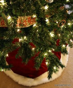 DIY Christmas Tree Skirt! velvet & fur...what more could you want??