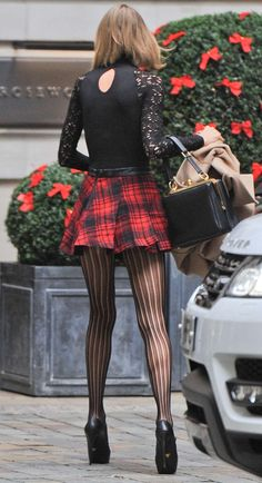 Your perfect little red/black tartan very short & sexy skirt with dark 15 denier pantyhose. I personally love this outfit. Especially when I want to seduce a nice horny guy. Stockings Lingerie, Sexy Stockings, Sexy Skirt, Dress Skirt, Skirt Outfits, Sexy Outfits, Taylor Swift Legs, Short Skirts, Mini Skirts