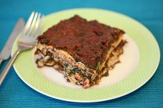 Nog een Italiaanse klassieker, die heerlijk te veganizen is. Haal de spinazie 's ochtends vast uit de vriezer om te ontdooien, dan kun je gelijk aan de slag! Let er bij de lasagnebladeren op dat deze geen ei bevatten, dat is soms helaas wel het geval.