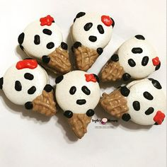 Find these adorable Pandas at the La Jolla Open Aire Market today 9am to 1:30pm. These little darlings inspired by the talented @yysmacarons 💕 #panda #icecream #goodmorning #sundayfunday #farmersmarket #glutenfree #lajolla #lajollalocals #sandiegoconnection #sdlocals - posted by 🌸Veyda's Macarons🌸  https://www.instagram.com/veydasmacarons. See more post on La Jolla at http://LaJollaLocals.com
