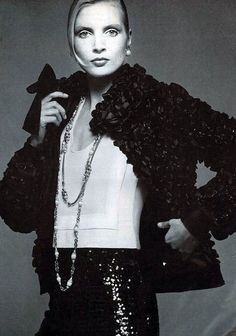 Jeanette Christiansen in black sequined pants, topped by jacket made of intricately woven satin loops over white blouse all by Chanel, photo by Avedon, Vogue 1972 Coco Chanel Fashion, 70s Fashion, Couture Fashion, Fashion Models, Vintage Fashion, Chanel Style, Vintage Style, High Fashion, Mademoiselle Coco Chanel