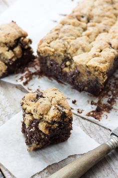 The Brookies: the hybrid recipe to test absolutely! Sweet Desserts, Sweet Recipes, Delicious Desserts, Yummy Food, Cookie Recipes, Dessert Recipes, Kolaci I Torte, Brownie Cookies, Cookies Et Biscuits