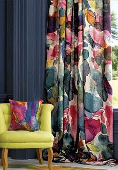 How to dress up your living room windows 2019 How to dress up your living room windows The post How to dress up your living room windows 2019 appeared first on Curtains Diy. Home Curtains, Curtains Living, Living Room Windows, Living Room Colors, Living Room Designs, Floral Curtains, Colorful Curtains, Patterned Curtains, Home Decor Furniture