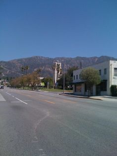 View looking north on Lake Ave. in Altadena, CA