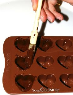 Ideas chocolate candy molds diy for 2019 Chocolate Bonbon, Chocolate Candy Recipes, Chocolate Candy Molds, How To Make Chocolate, Homemade Chocolate, Melting Chocolate, Easy Cookie Recipes, Cake Recipes, Dessert Recipes