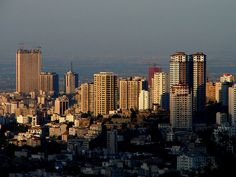 Tehran, Iran has one of the most beautiful skylines in the middle east. Seattle Skyline, New York Skyline, Persian Pattern, Tehran Iran, Famous Landmarks, City Girl, Middle East, San Francisco Skyline, The Good Place