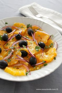 Insalata di arance - Orange salad | From Zonzolando.com Clean Eating Soup, Vegetarian Recipes, Healthy Recipes, Fruit Salad Recipes, Fat Burning Foods, Tasty Dishes, Side Dishes, Fruits And Veggies, Vegetables
