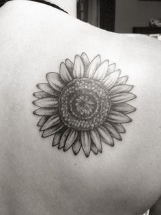 What does sunflower tattoo mean? We have sunflower tattoo ideas, designs, symbolism and we explain the meaning behind the tattoo. Sunflower Tattoo Meaning, Sunflower Tattoo Simple, Sunflower Tattoo Sleeve, Sunflower Tattoo Shoulder, Sunflower Tattoos, Sunflower Tattoo Design, White Sunflower, Fallout 3, Small Dove Tattoos