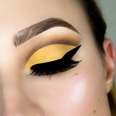 yellow cut crease makeup tutorial, yellow makeup, step by step, how to, tutorial , paso a paso, cut crease for beginners