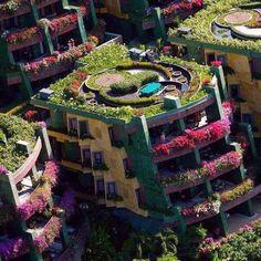 Un immeuble tout fleuri ! Phuket Thailande.