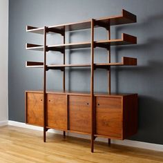 Shelving/storage designed by Milo Baughman for Glenn of California in 1952. Photo: midcenturymodernfindings #mcmdaily #milobaughman #glennofcalifornia mcmdaily.com
