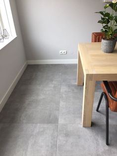 betonlook vloertegels douglas en jones beton grijs in de woonkamer The Effective Pictures We Offer You About floor tile map A quality picture can tell you many things. You can find the most beautiful Grey Floor Tiles, Grey Flooring, Simple Living Room Decor, Living Room Grey, Living Room Flooring, Kitchen Flooring, Modern House Design, Home Interior Design, New Homes