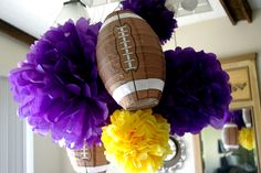 Football party decorations. Change the colors to fit your favorite team. #football #Footballfortheladies