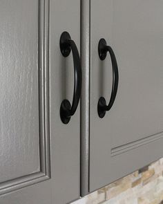 - Benjamin Moore Chelsea Gray ****tutorial how to paint cabinets*****