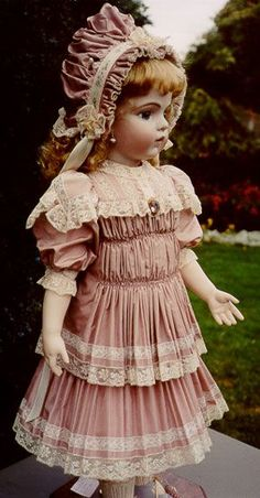Connie's Doll Studio - Porcelain reproductions of antique dolls, some modern dolls, by Connie Drake. Top international award winner in New York 1988, top Canadian award 1988, dolls signed & dated complete with certificate of authenticity, limited editions