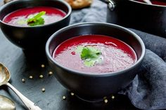 Direkt zum Rezept Rote Bete Suppe? Echt jetzt? Das gibt es wirklich. Ich habe den Wow-Faktor noch gesteigert mit Orange und Ingwer. Alles zusammen sprengt jede Skala für gesundes Essen (im oberen B…