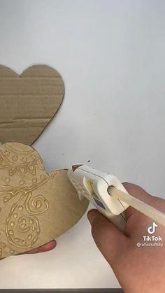 Diy Crafts For Home Decor, Diy Crafts Hacks, Diy Arts And Crafts, Creative Crafts, Fun Crafts, Flower Bouquet Diy, Ideias Diy, Cardboard Crafts, Diy For Kids