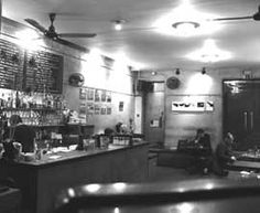 The Frevd café in London was the first café-bar in England and also hosts art exhibitions continuously.