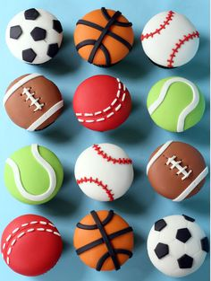 Sports Cupcakes from Butter Hearts Sugar - How cute are these? Sports Cupcakes from Butter Hearts Sugar - Fondant Toppers, Fondant Cupcakes, Cute Cupcakes, Cupcake Cookies, Cupcake Decoration, Decors Pate A Sucre, Dessert Original, Sport Cakes, Themed Cupcakes