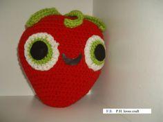 Crocheted Berry from Cloudy with a chance of meatballs 2 Ganchillo fresa felpa inspirada nublado con por PHLovesCraft